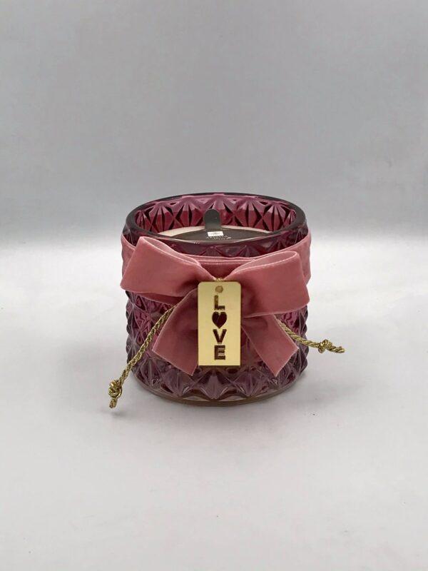 """Γυάλινο βυσσινί βαζάκι με κερί διακοσμημένο με κορδέλα και """"Love"""""""