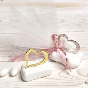 Μπομπονιέρα έτοιμη- Καρδιά πάνω σε πετραδάκι/ κορδέλα/ τούλι/ 5 κουφέτα αμυγδάλου με δυνατότητα άλλης επιλογής